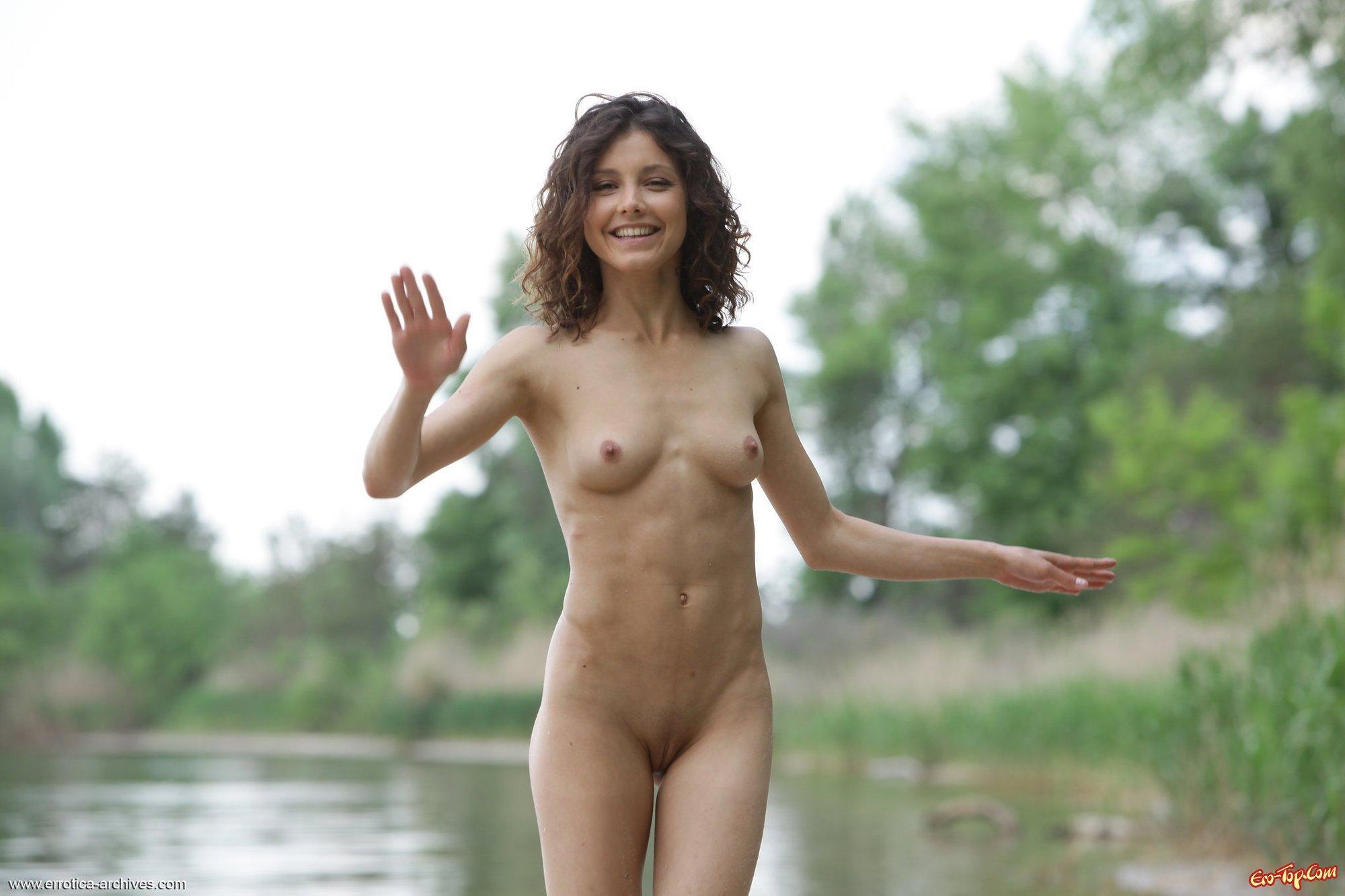 Фото женщин голых озере 19 фотография