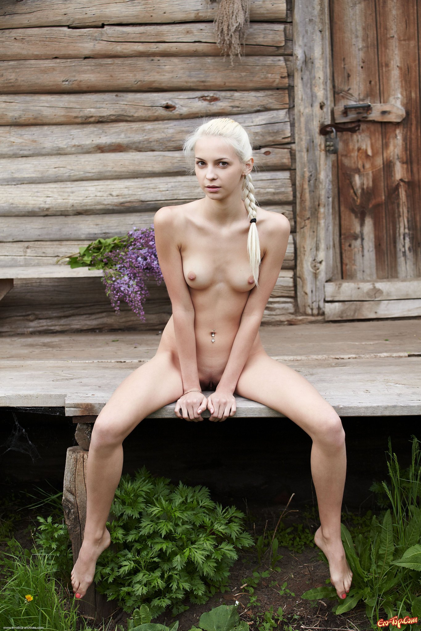 Красивая деревенская девушка