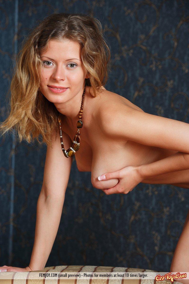 Упругие груди телки
