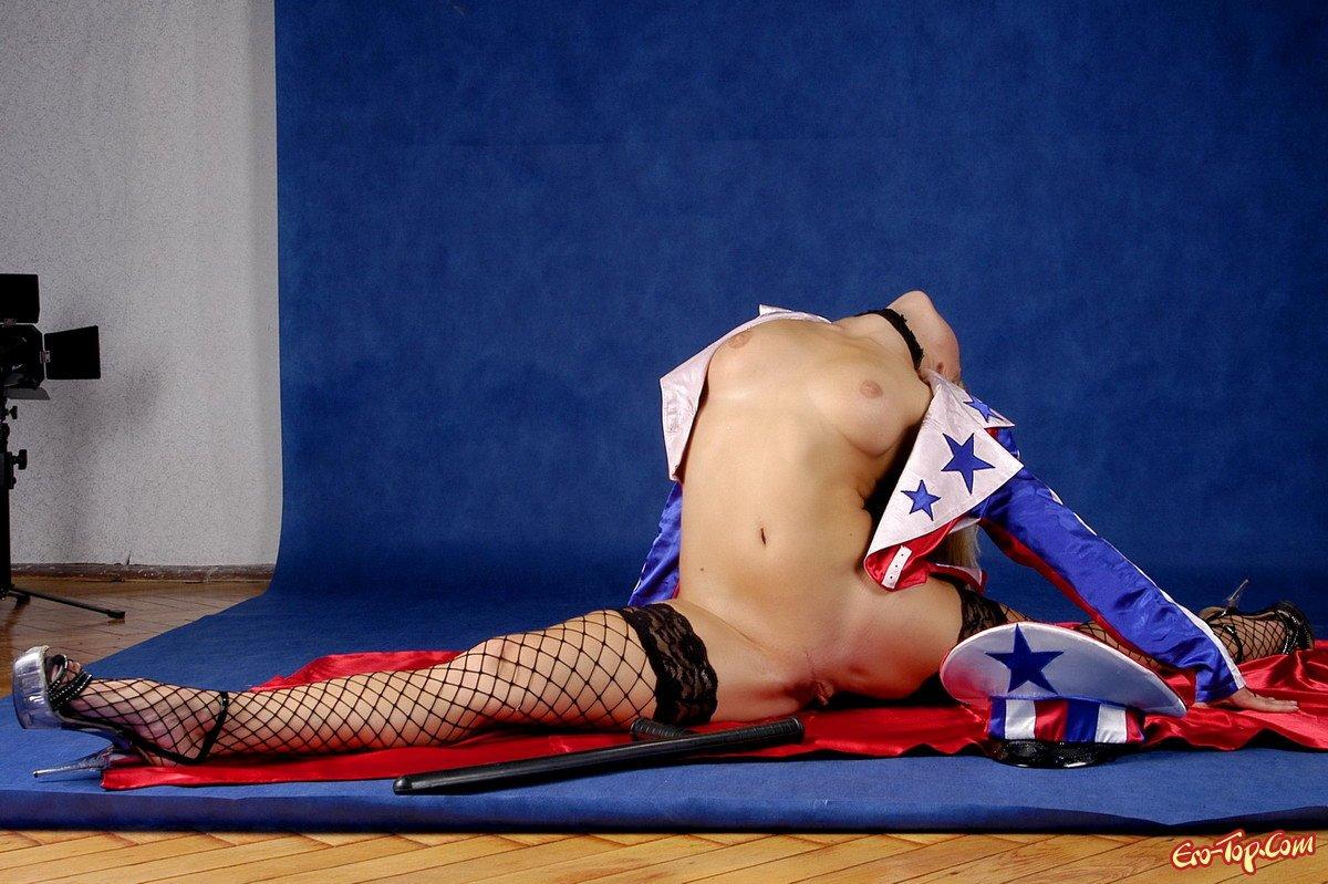Гимнастка в гетрах