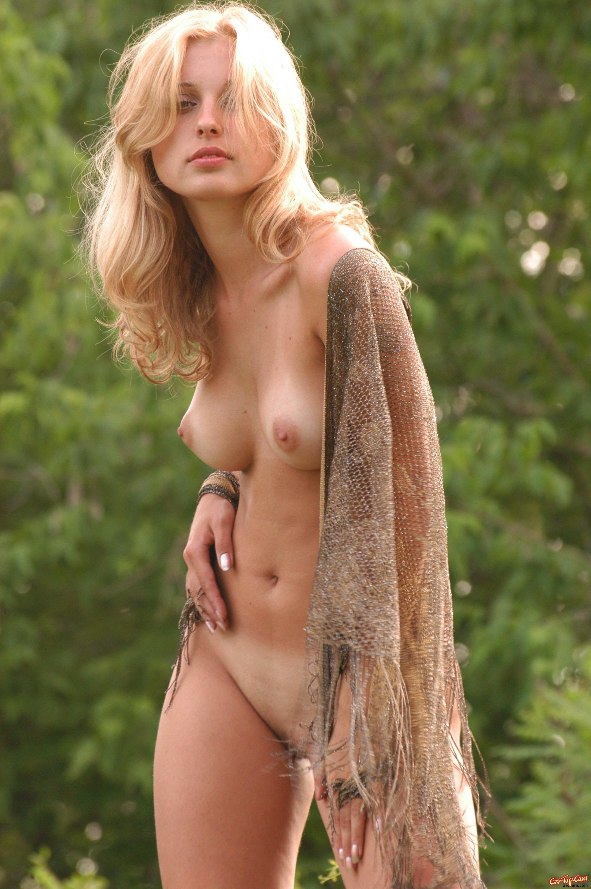 Фото голых деревенских тёлок 11 фотография