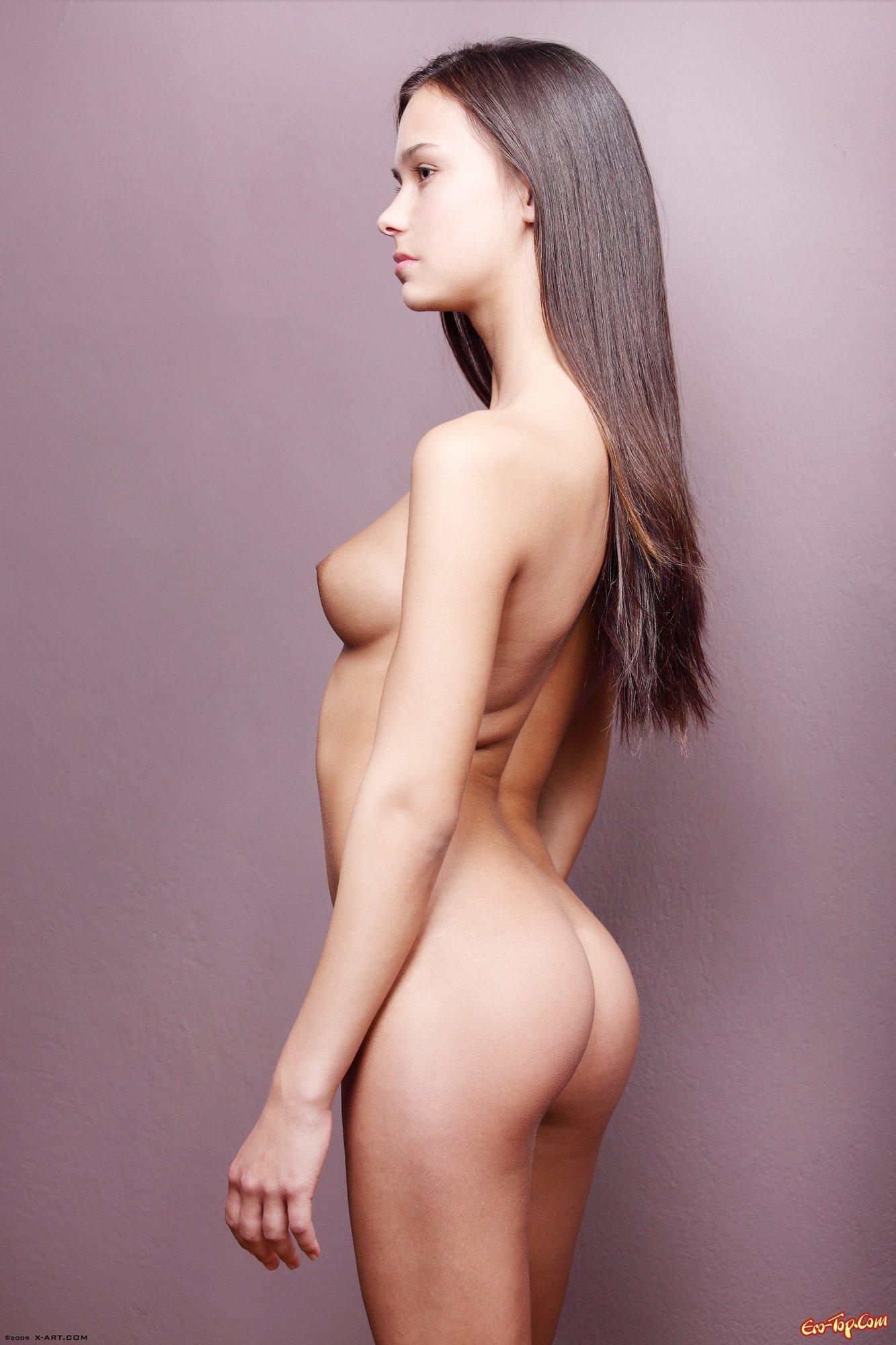 Юнная модель голая фото 5 фотография