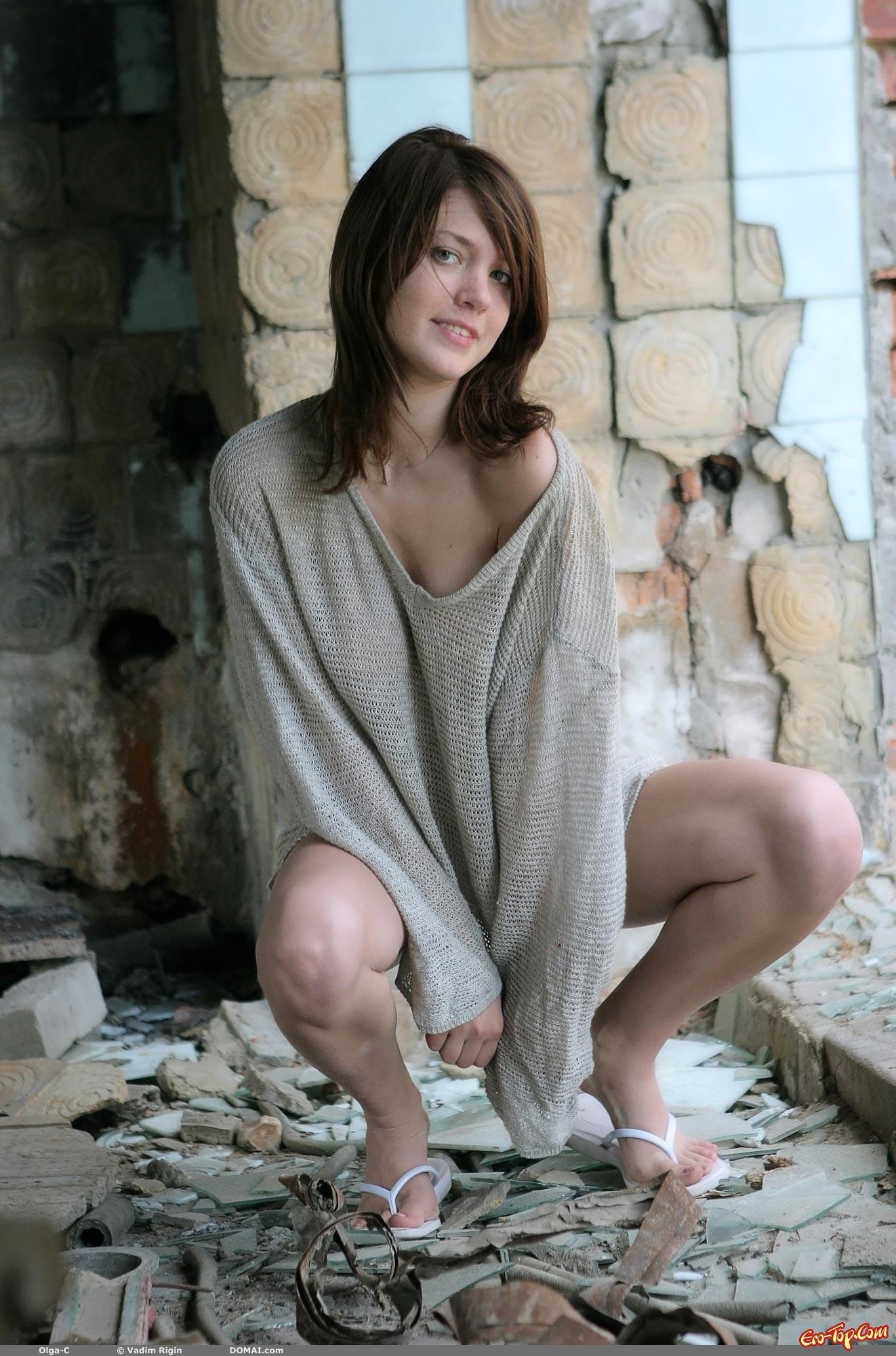 golie-devushki-v-zabroshennih-domah-porno-foto-hudie-telki