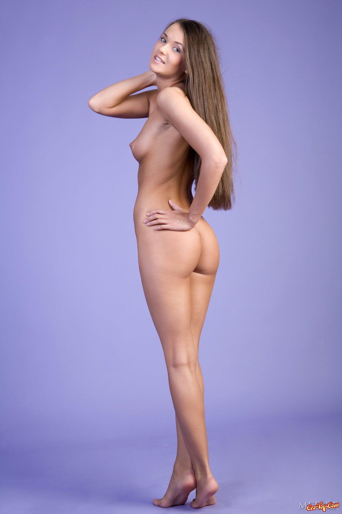 v-polniy-rost-golie-devki