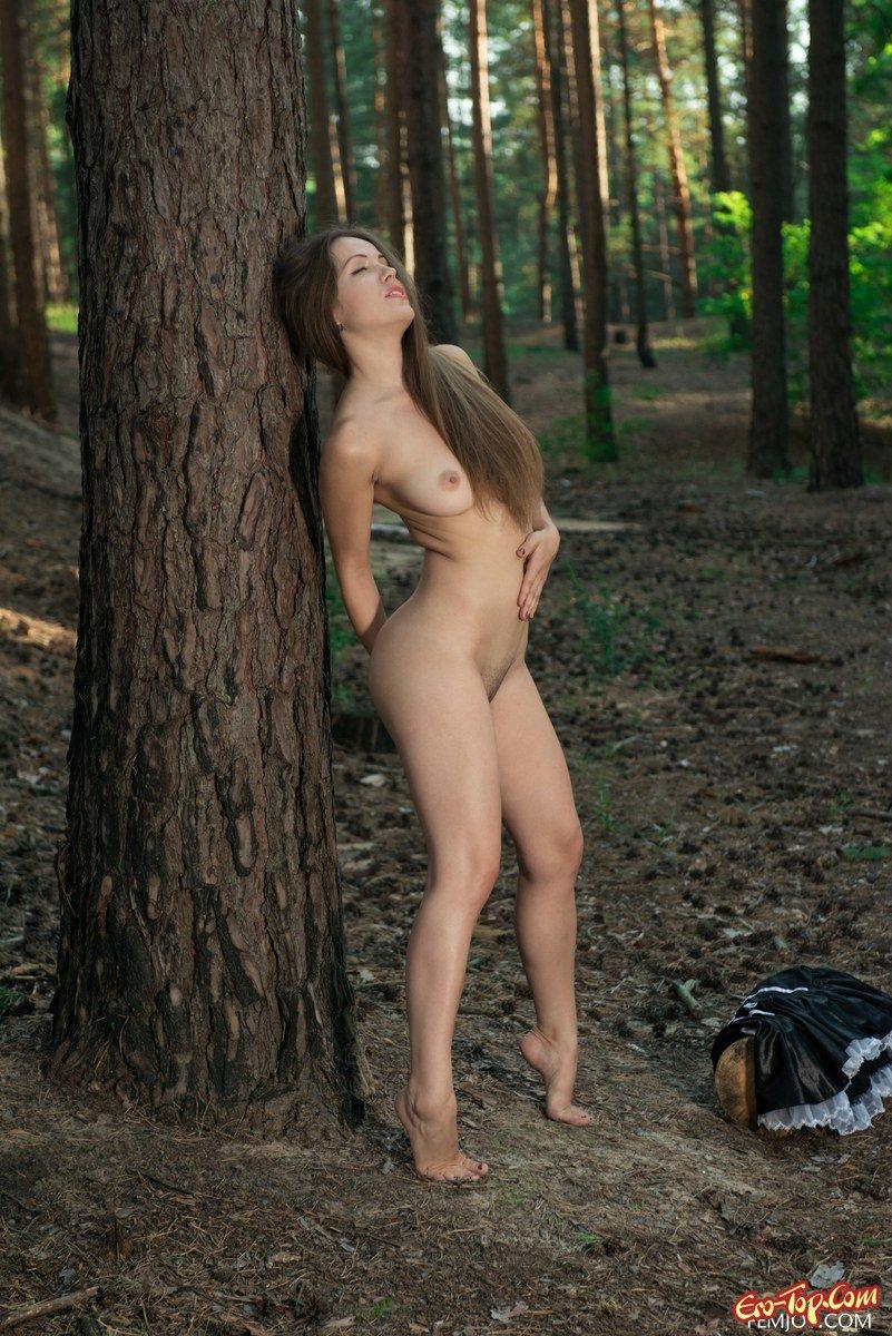 Девушки мастурбируют в лесу110