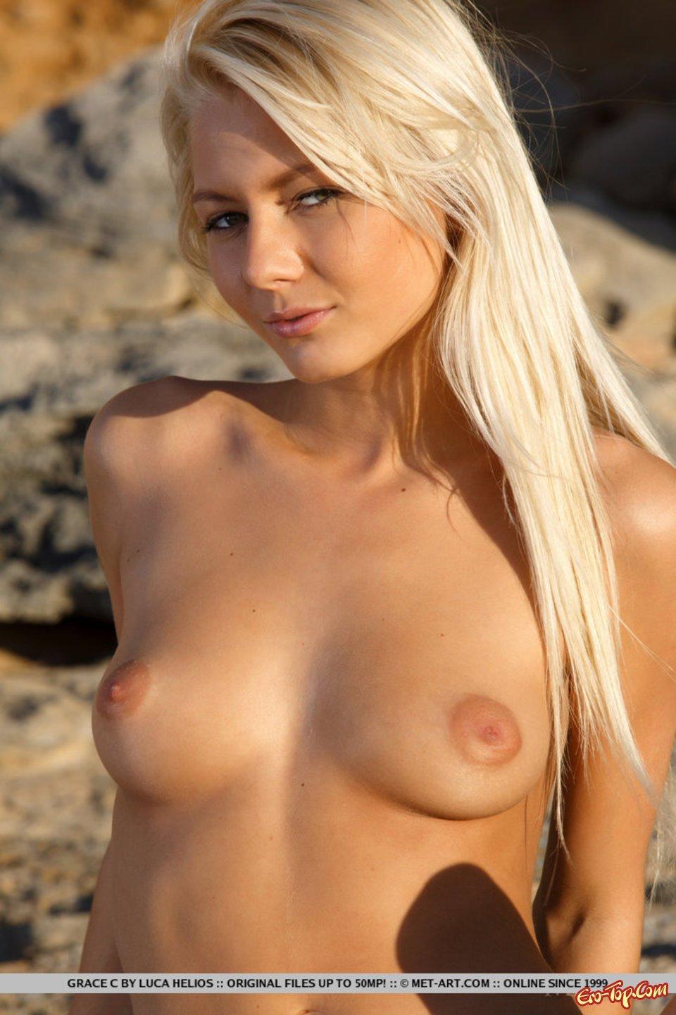 Сексуальная блондинка в трусах
