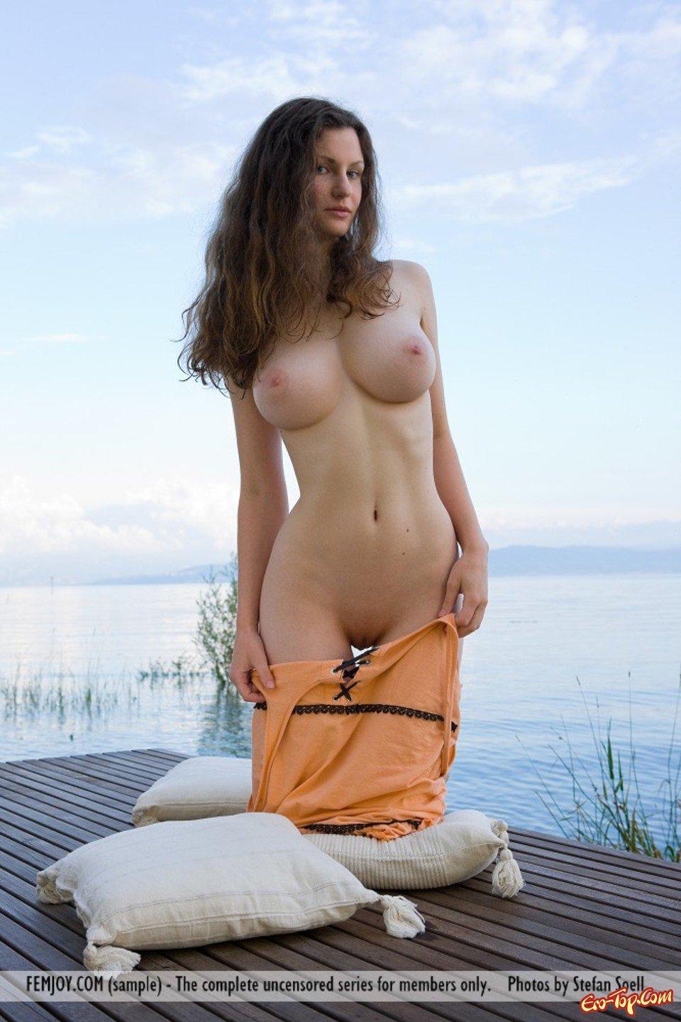 попка отжимается голая