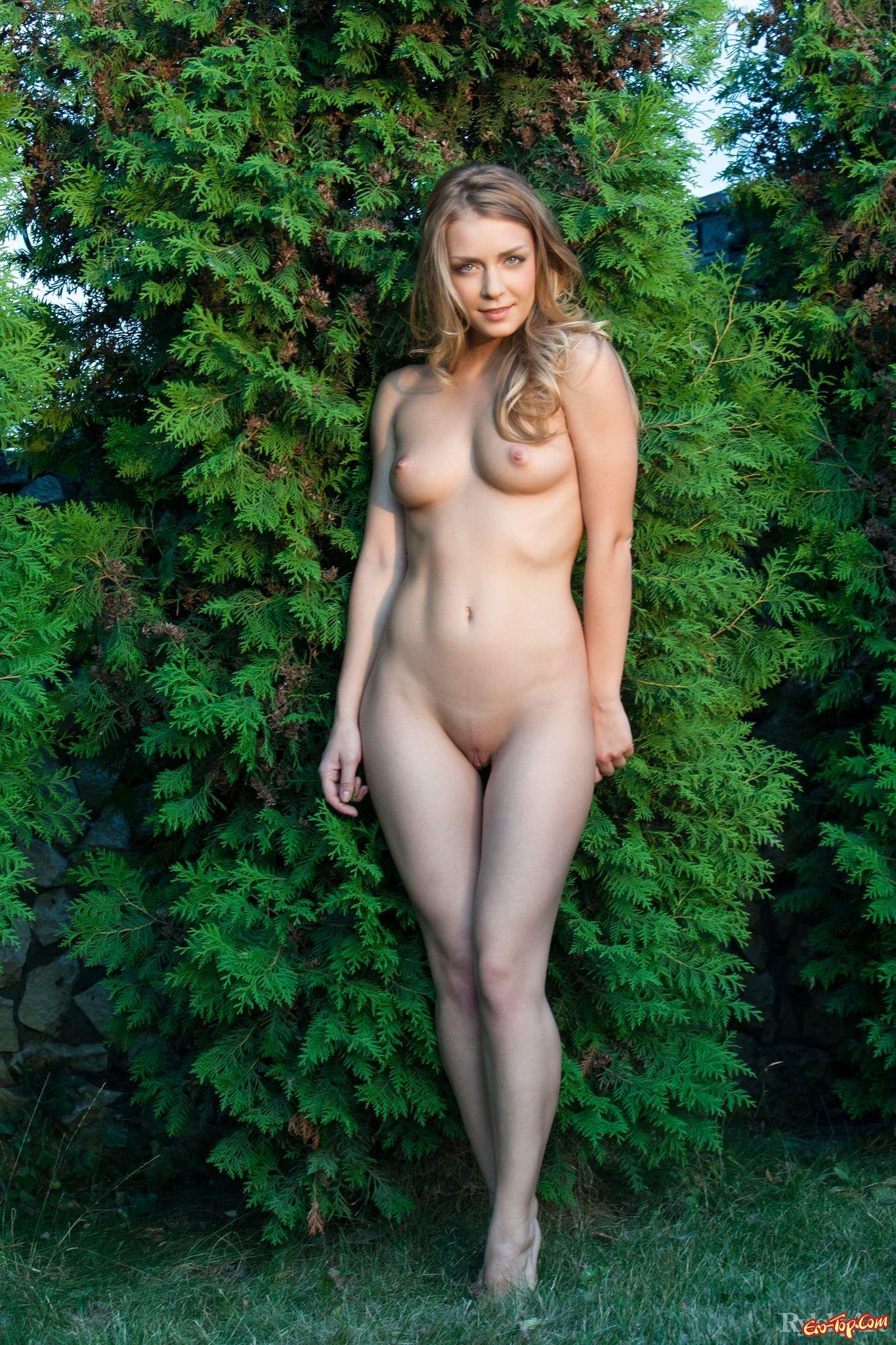 Посмотрела голые девушки во весь рост