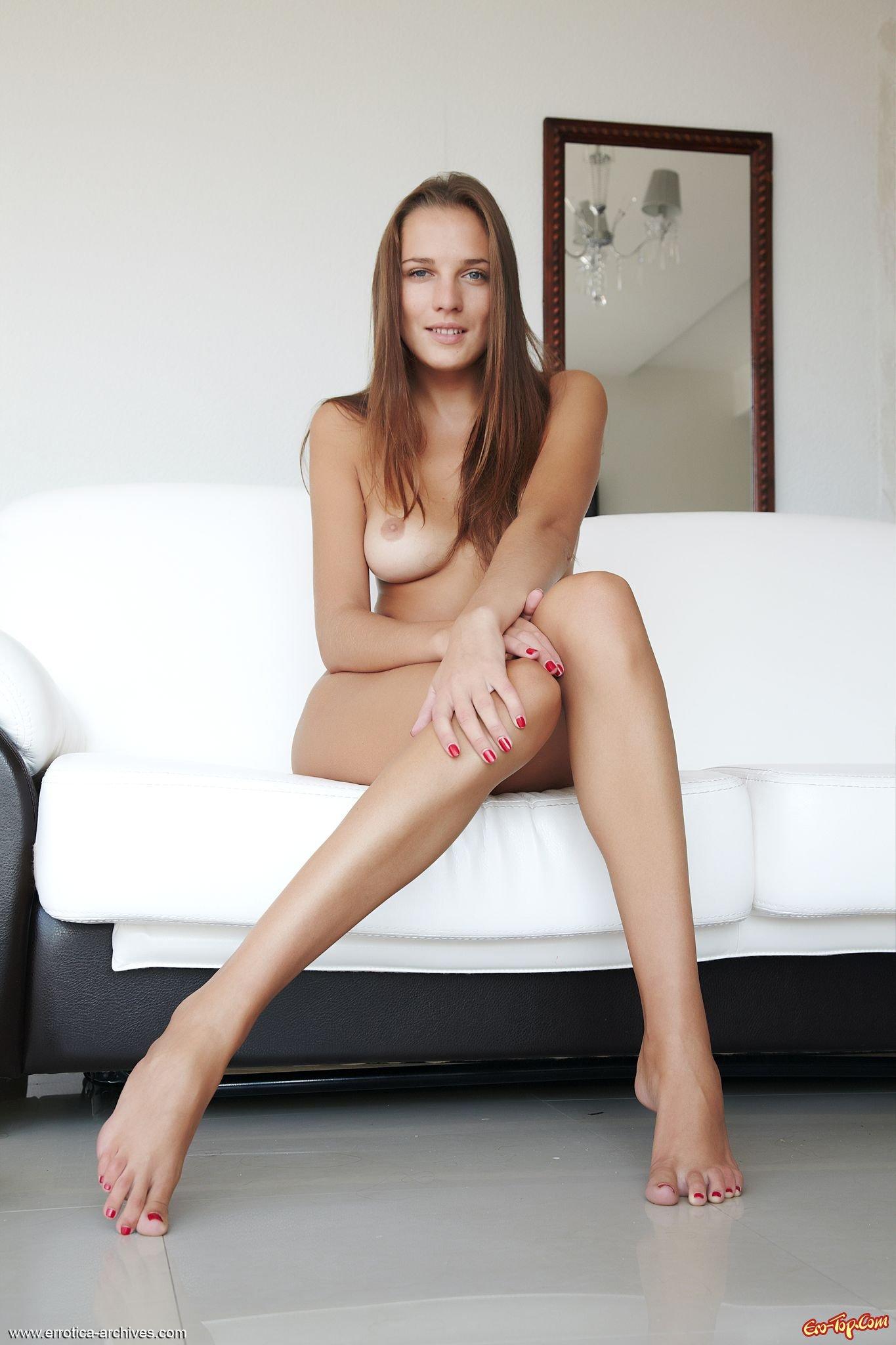 Девушка с длинными ножками