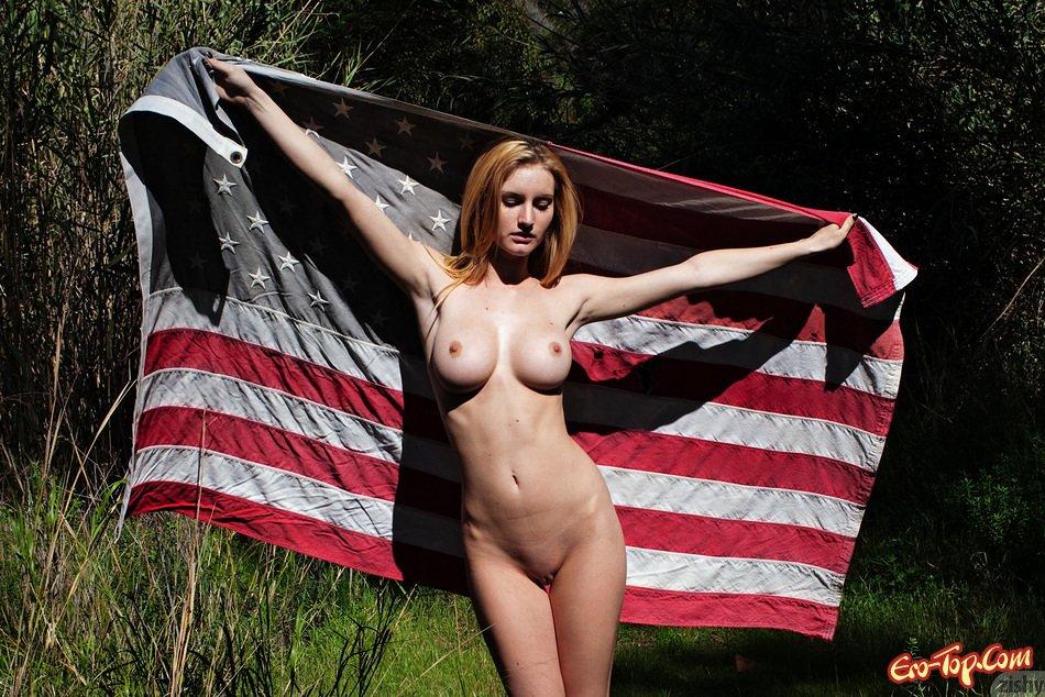 Сучка с американским флагом