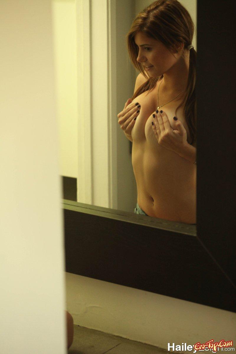 Hailey Leigh смотреть эротику