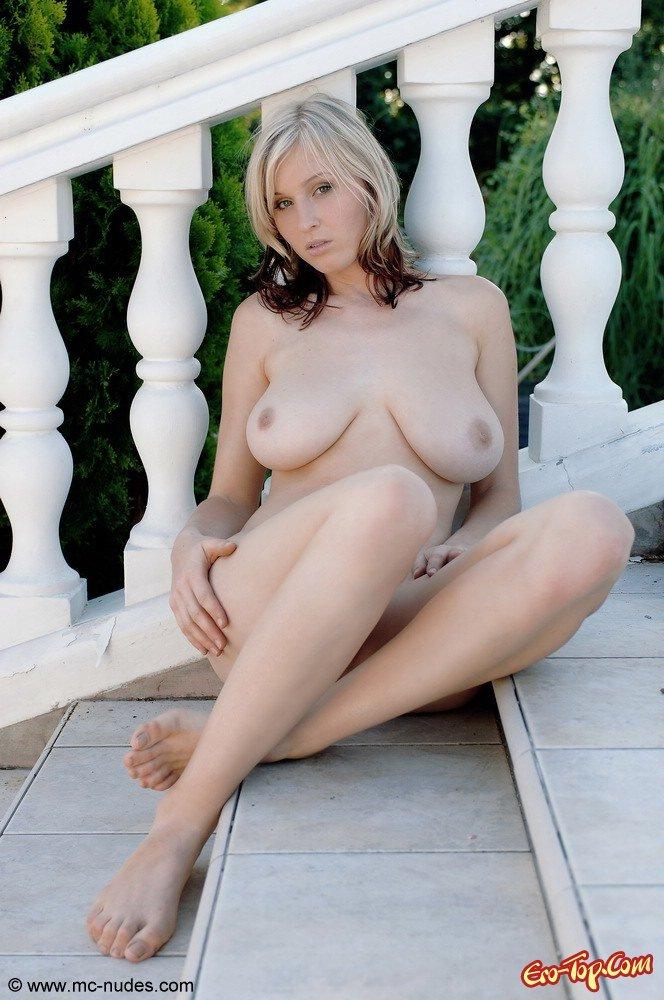 Здоровые голые буфера секс фото