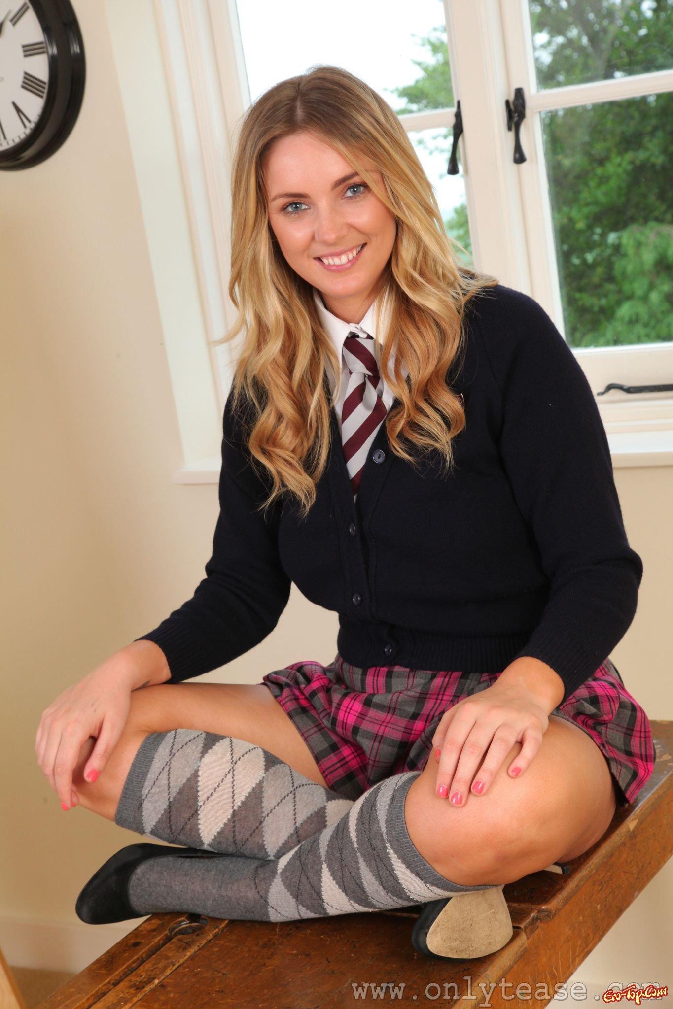 Фото девушка в школьной форме