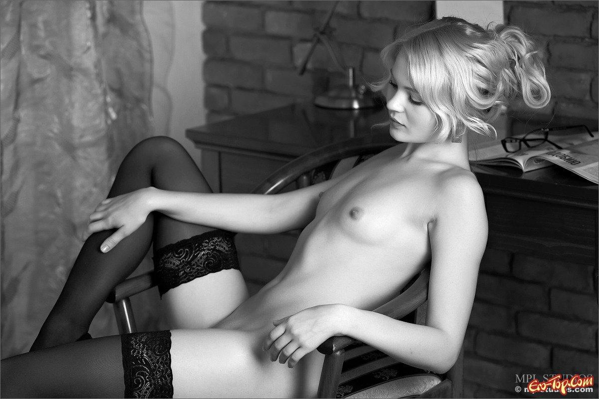 Секретарша в носках
