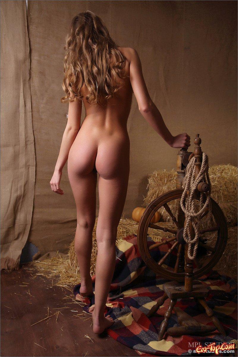 Фото девка в сеновале секс фото