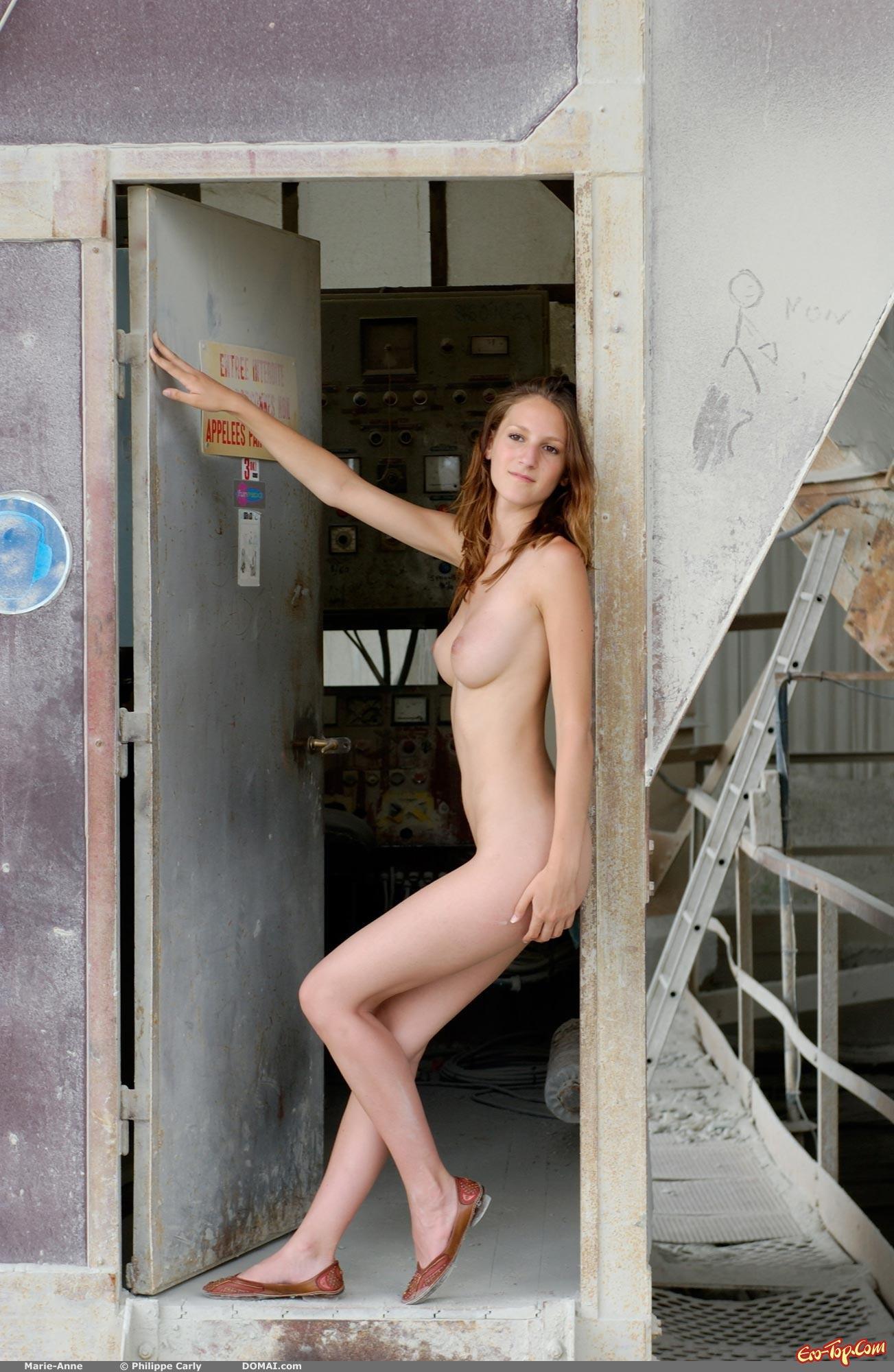 Скрытая камера в женской душевой на заводе  порно видео