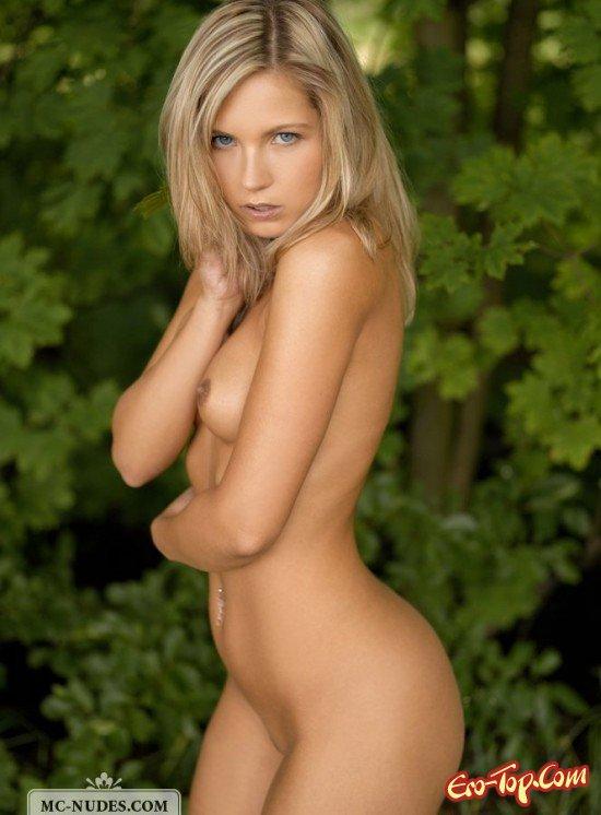 Неимоверно изящная блондинка секс фото