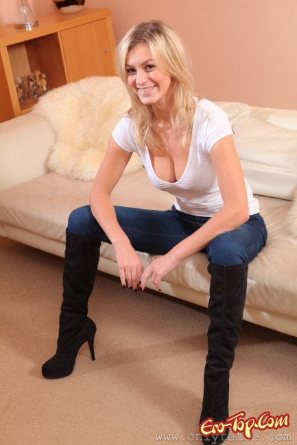 фото девушек в сексуальных джинсах