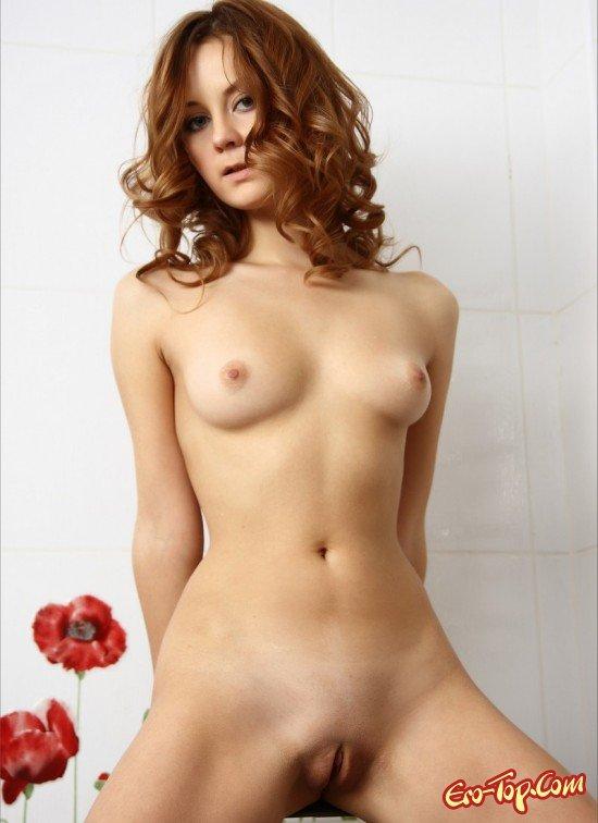 Молодая голые титьки