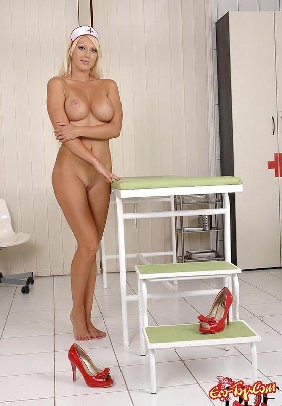 Чертовски симпатичная медсестра