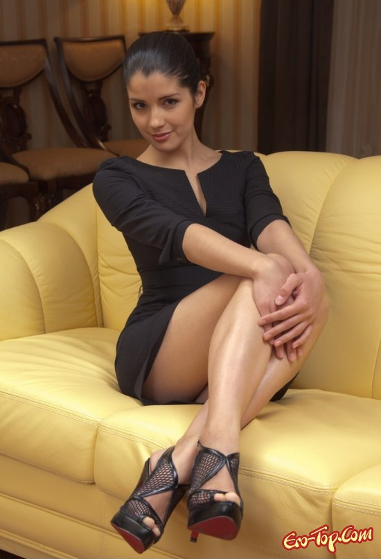 Фотосессия девушки в чёрном платье эротика фото 484-546