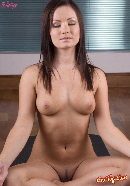 Киска гимнастка