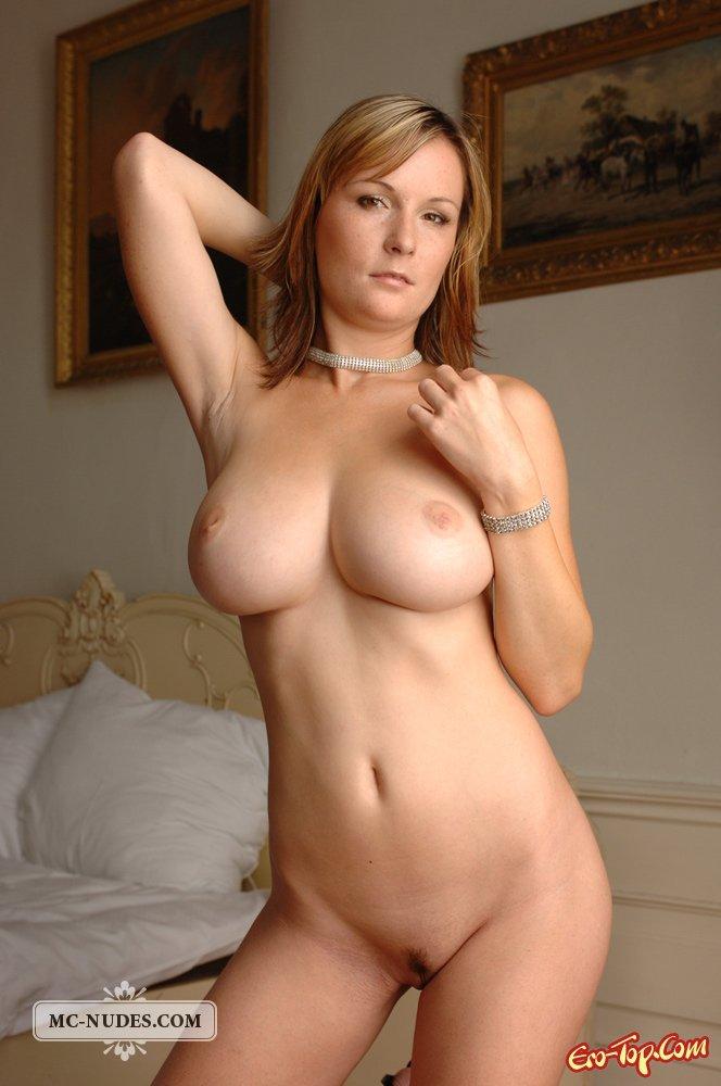 Фрау с огромными грудями