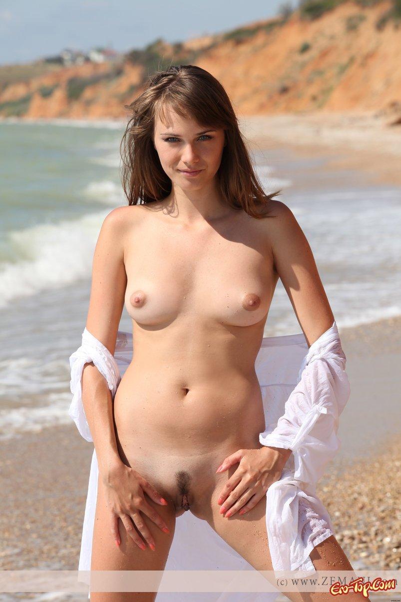 Девушка у моря секс фото