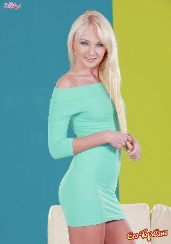 Блондиночка с хорошенькими волосами