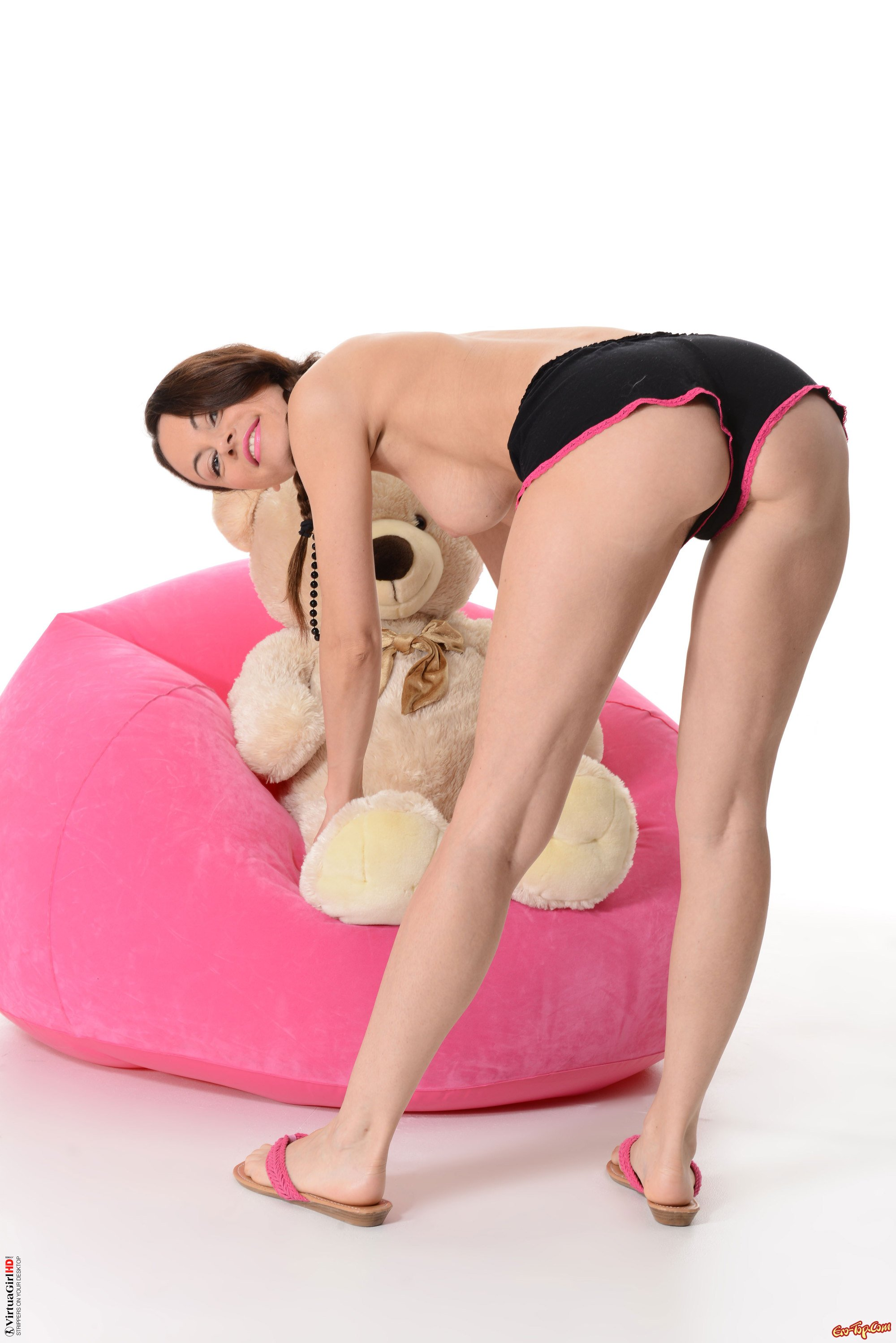 Сучка с мишкой секс фото