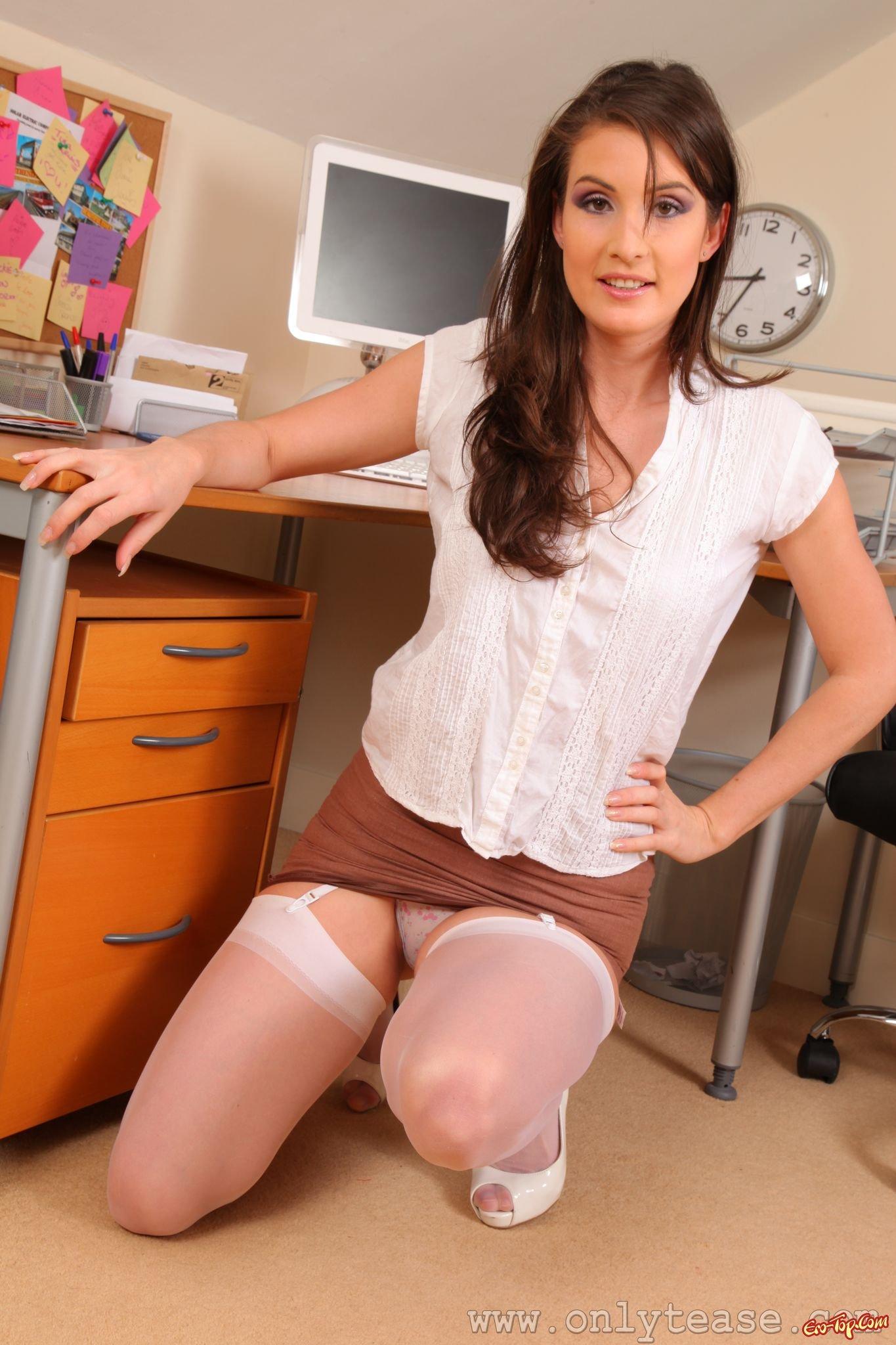 секретарша в белых трусиках