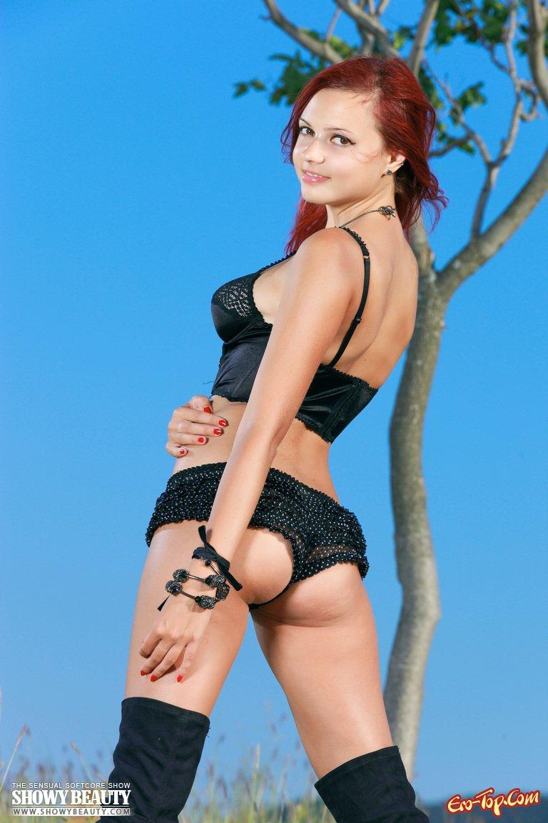 Рыжеволосая девушка на природе секс фото