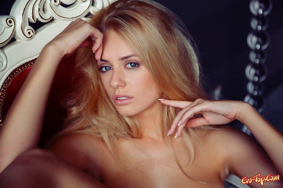 Блондинка с бритой писей