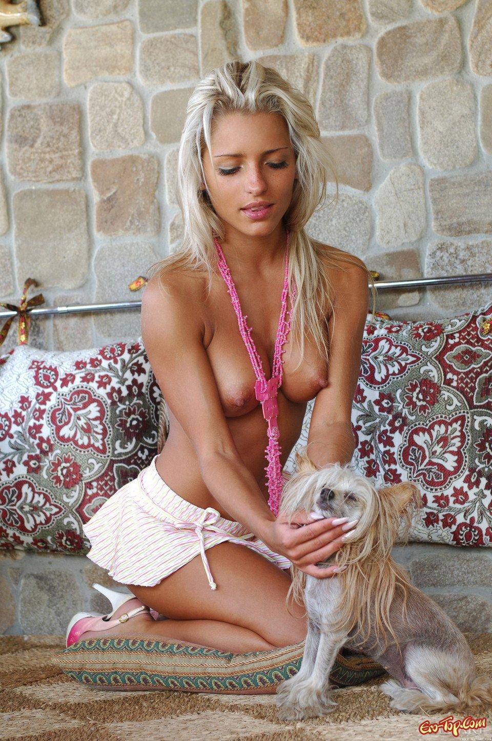 Натуральная милая блондинка