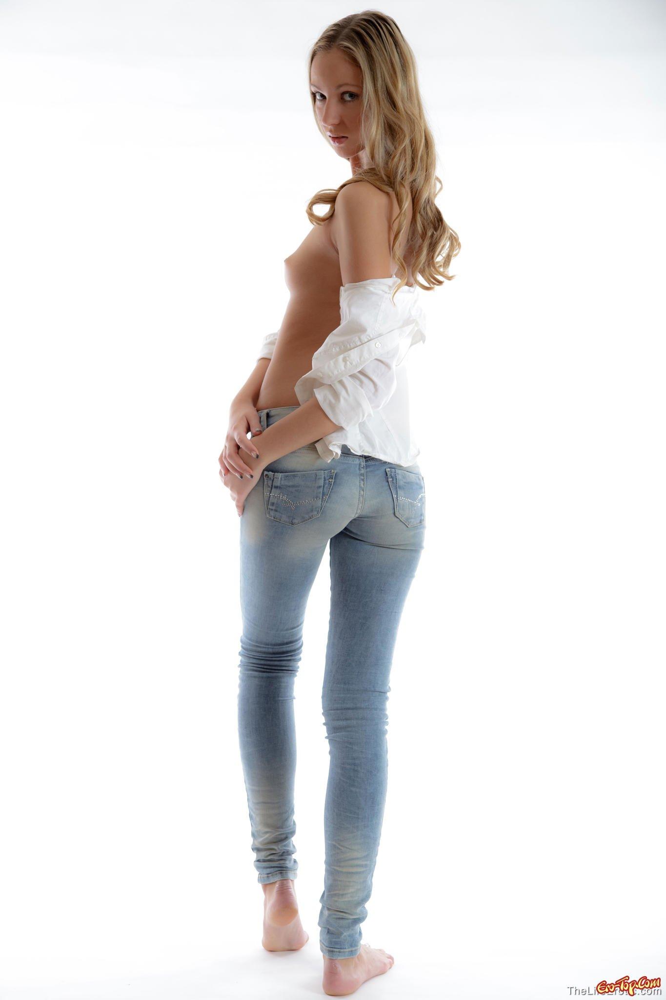 Баба спускает джинсы картинках
