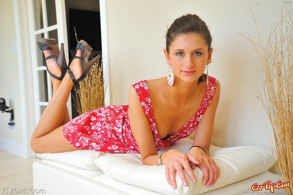 Нет бикини под платьем смотреть эротику