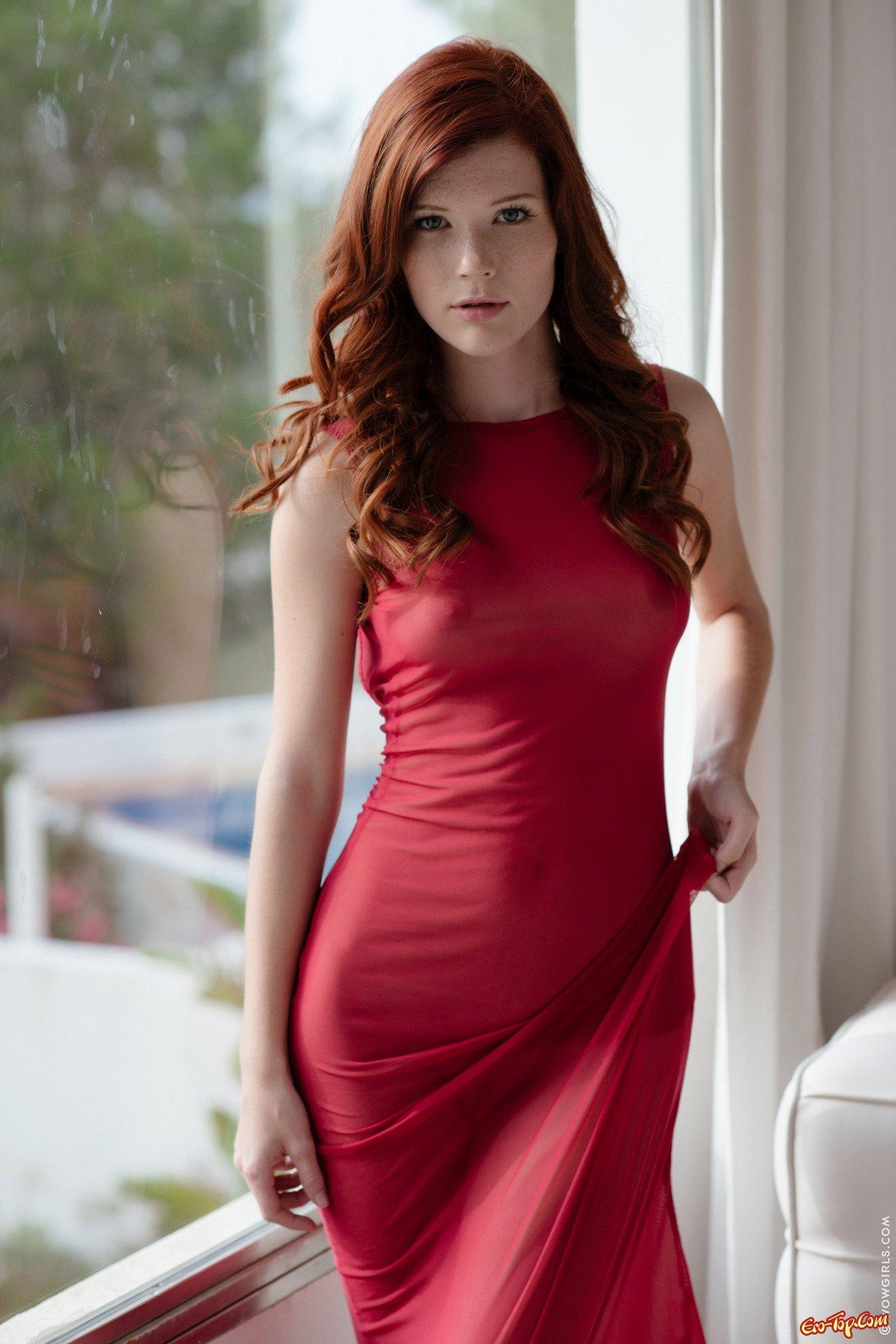 фото голая девушка в облегающем платье