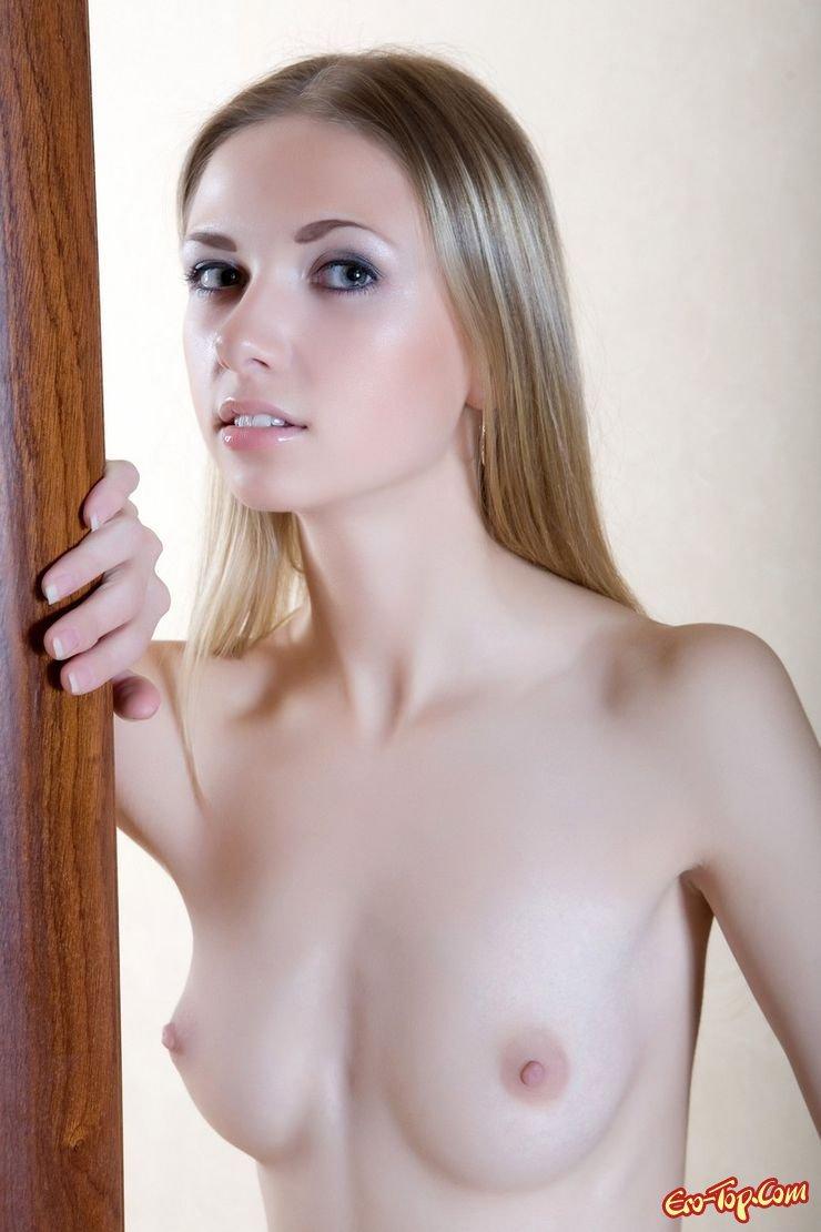 Чертовски костлявая блондинка смотреть эротику