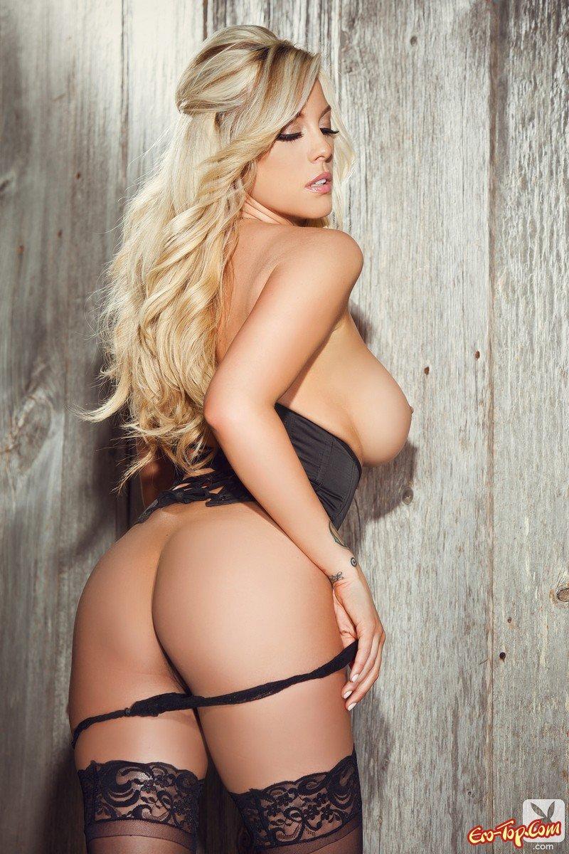 Пухлая блондинка