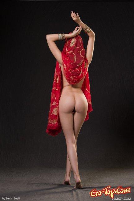 Фото танцующие голые девушки