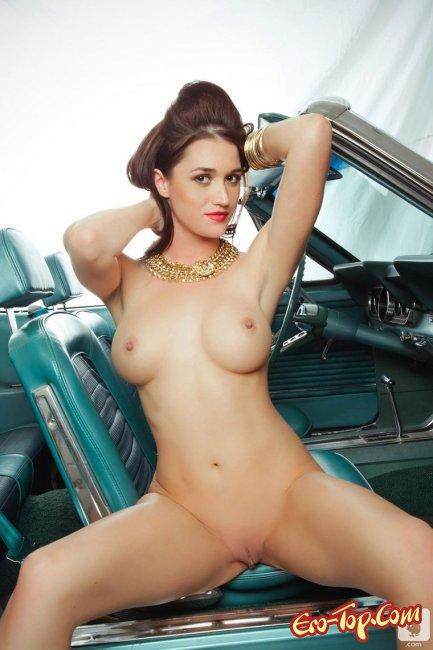 фото голых девушек в машине