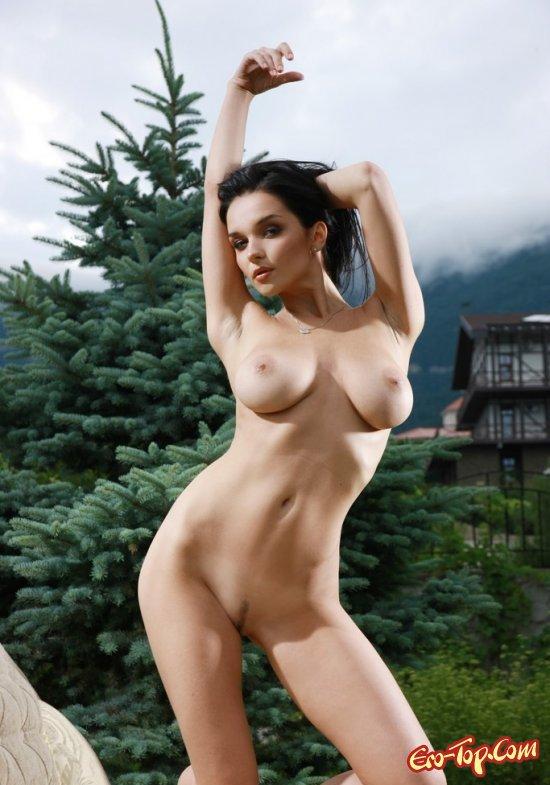 Игривая девушка секс фото