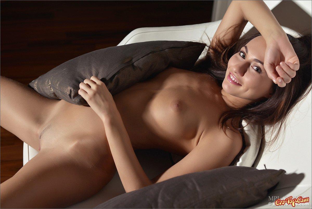 Девица с красивым телом смотреть эротику