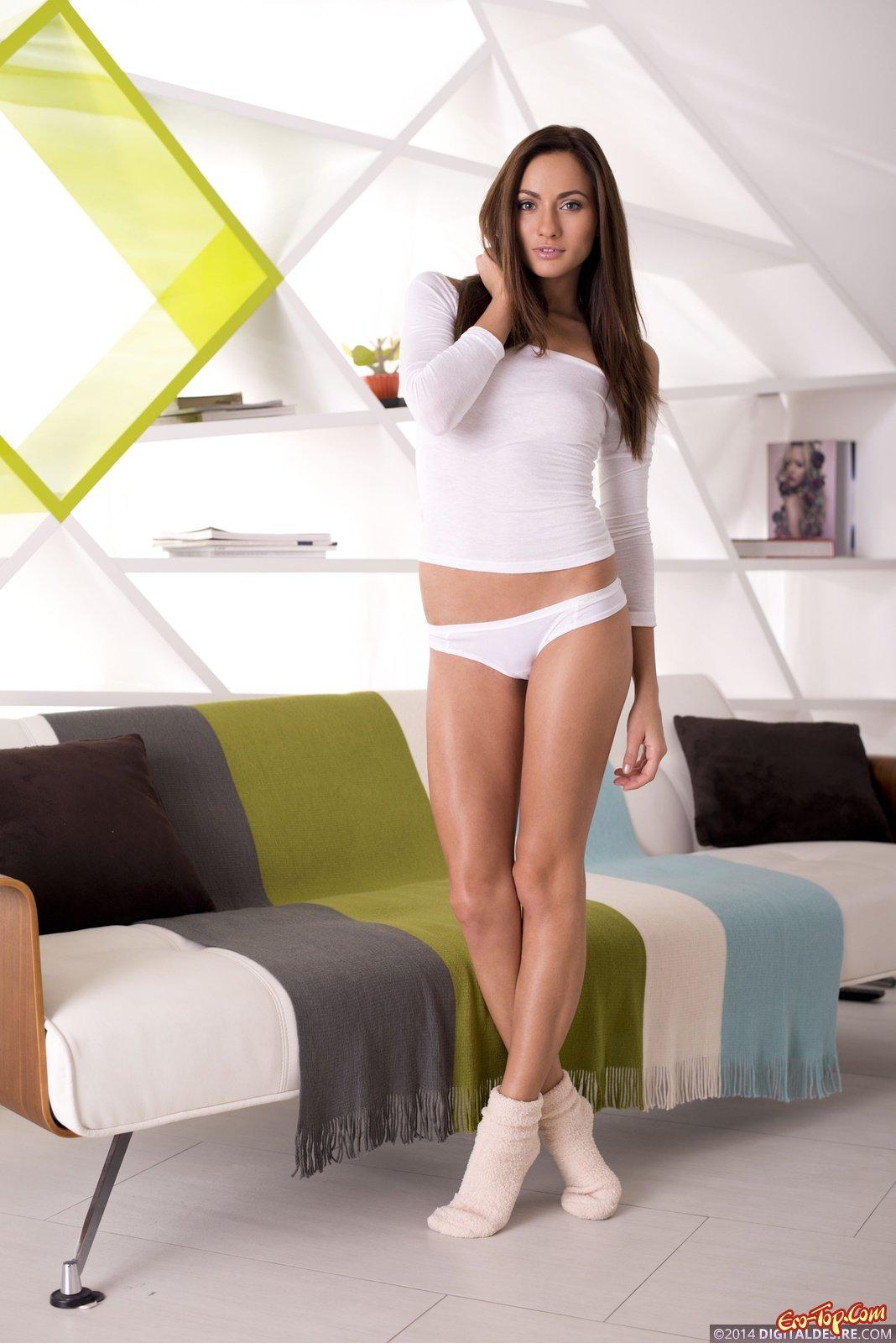 Красивые девушки белых трусиках фото 290-75