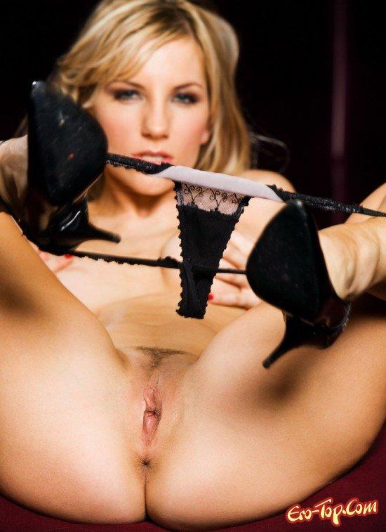 Возбужденная блондинка смотреть эротику