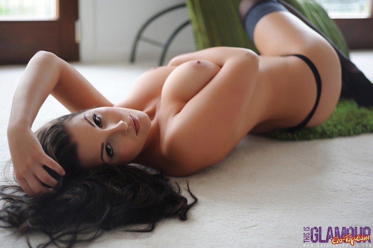 Секс с грудастой красоткой в чулках 28 фотография