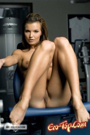 голые девушки в спортзале фото