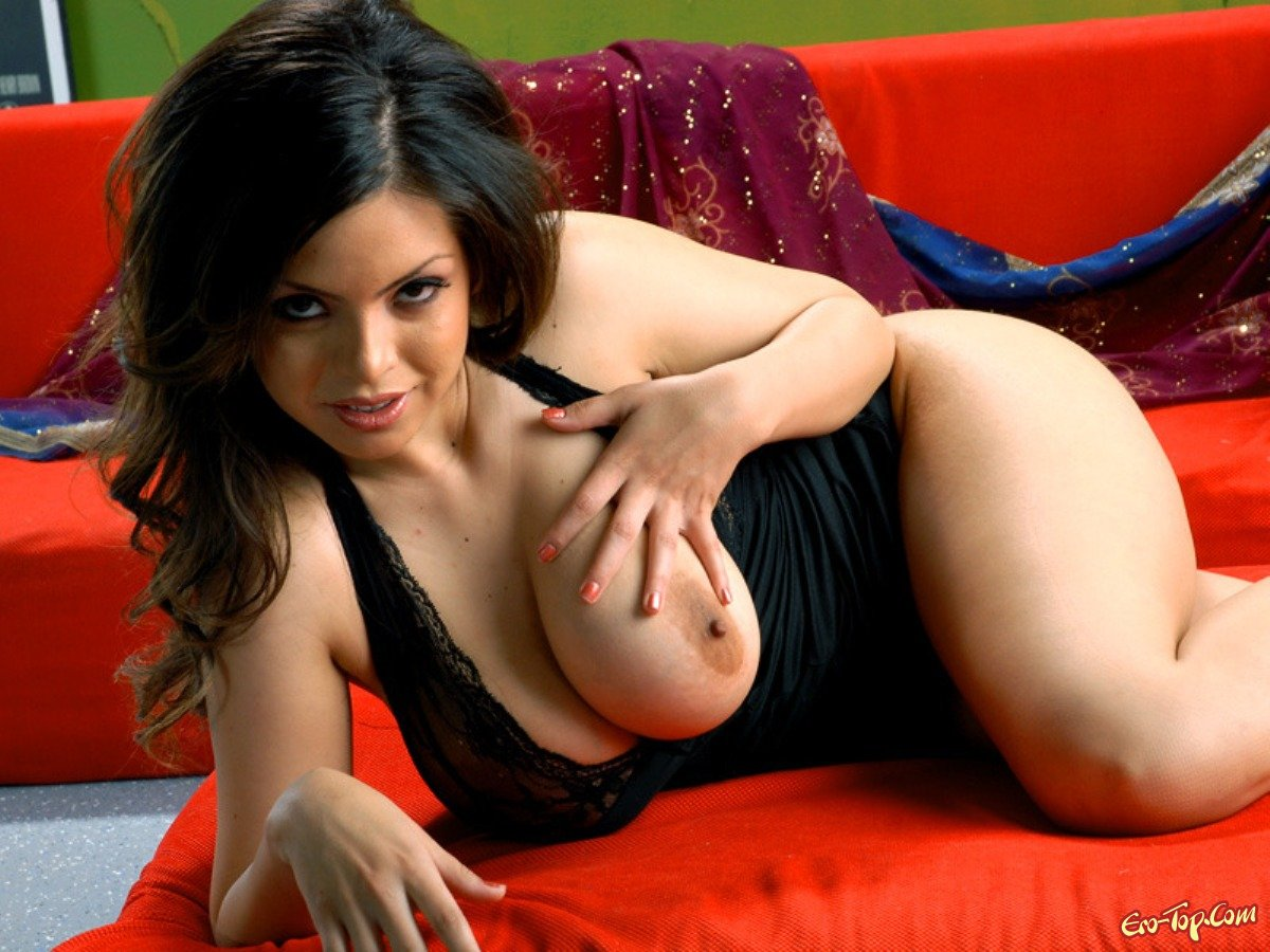 Тёлки с офигенной грудью 18 фотография