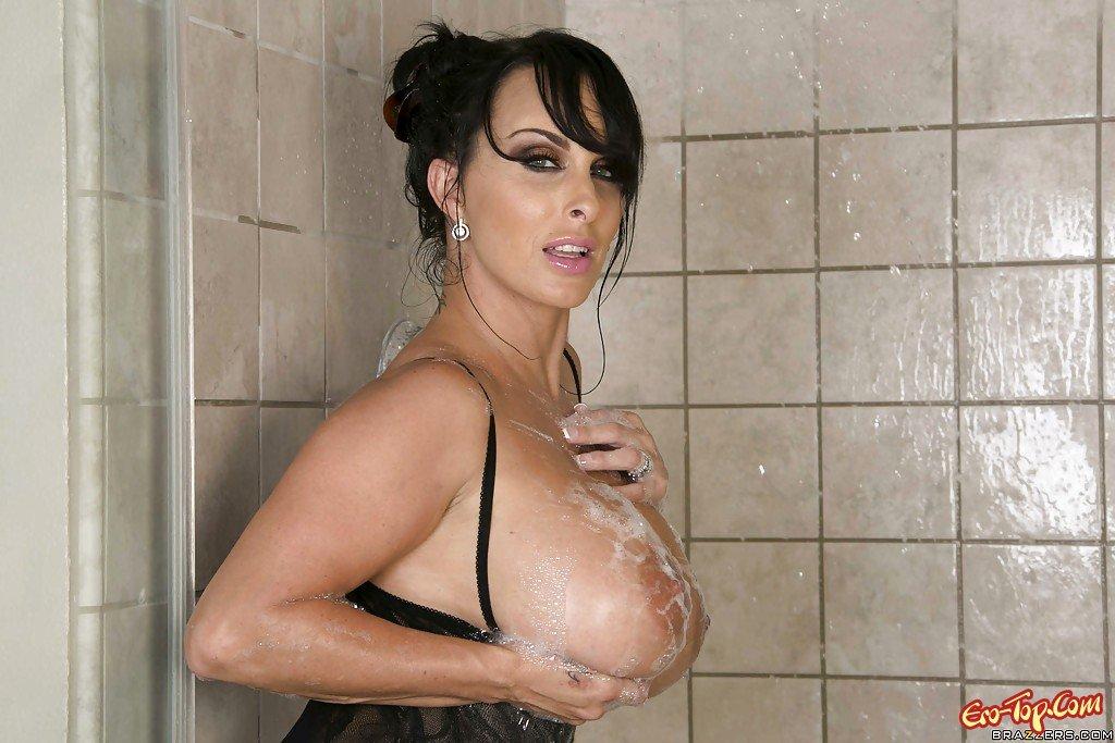 Взрослая проститутка с нежным бюстом секс фото
