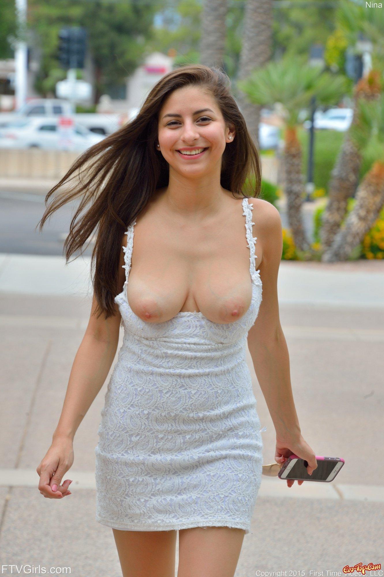 У сучки под платьем